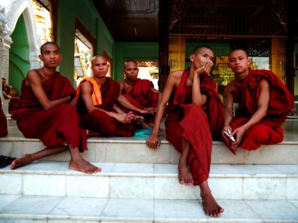 Monjes buddhistas en Rangoonpsd