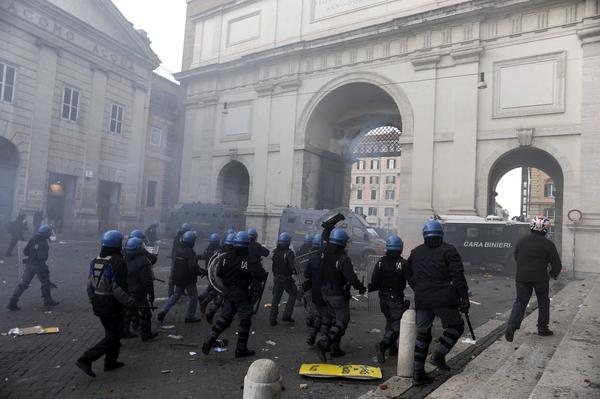Policía en la Piazza del Popolo
