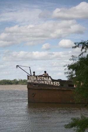 Costa del Río Uruguay amenazada por la contaminación de las pasteras en Colón, Entre Ríos
