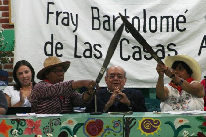 Don Samuel Ruiz con las y los de Atenco