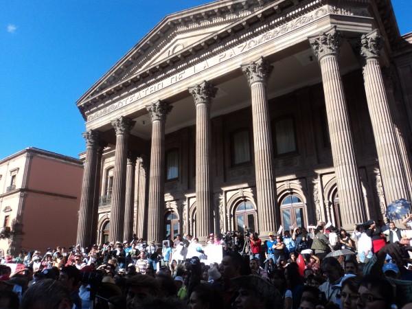 Durante el evento realizado frente al Teatro de la Paz en San Luis Potosí