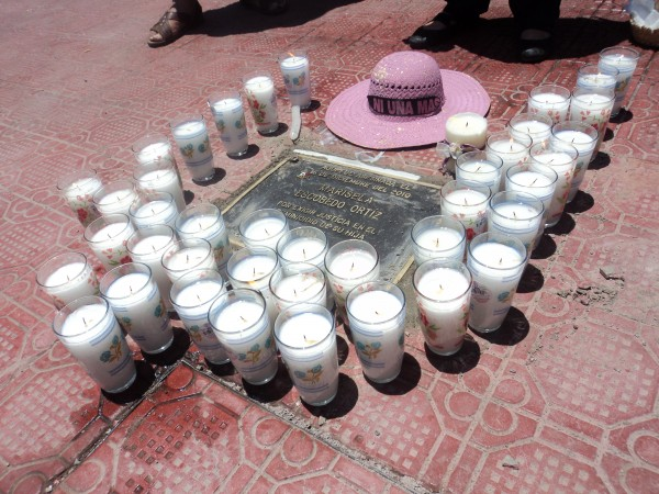 Placa colocada en Chihuahua, Chihuahua en memoria de la activista Marisela Escobedo