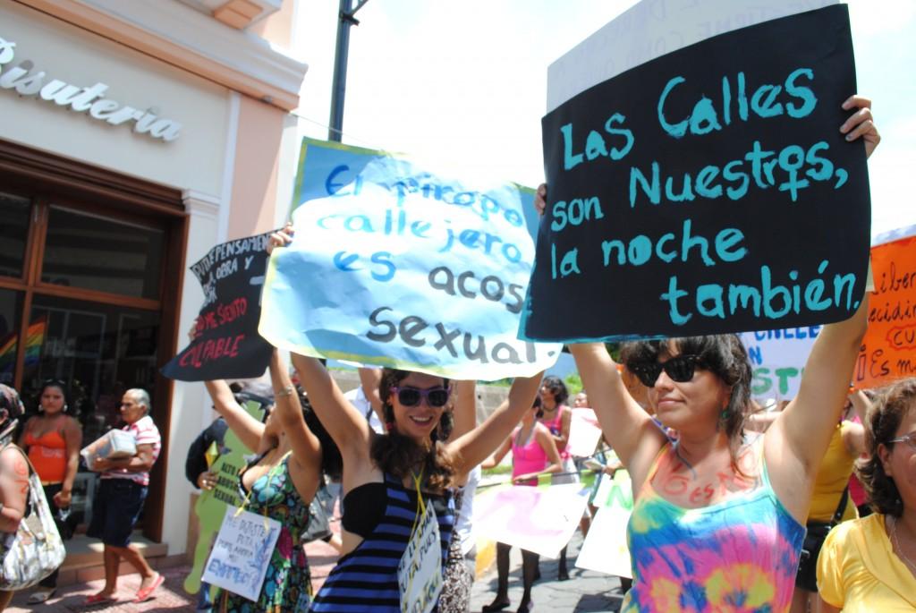 Pancartas de la Marcha de las putas en Nicaragua