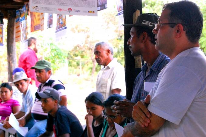 Valdeni y Silvano Medeiros (CPT) en actividad con poseros y acampados de Palmeirante