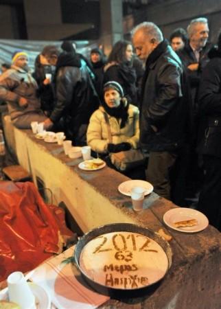 """Cientos de personas celebraron el año nuevo con los huelgistas. """"63 días de huelga"""""""