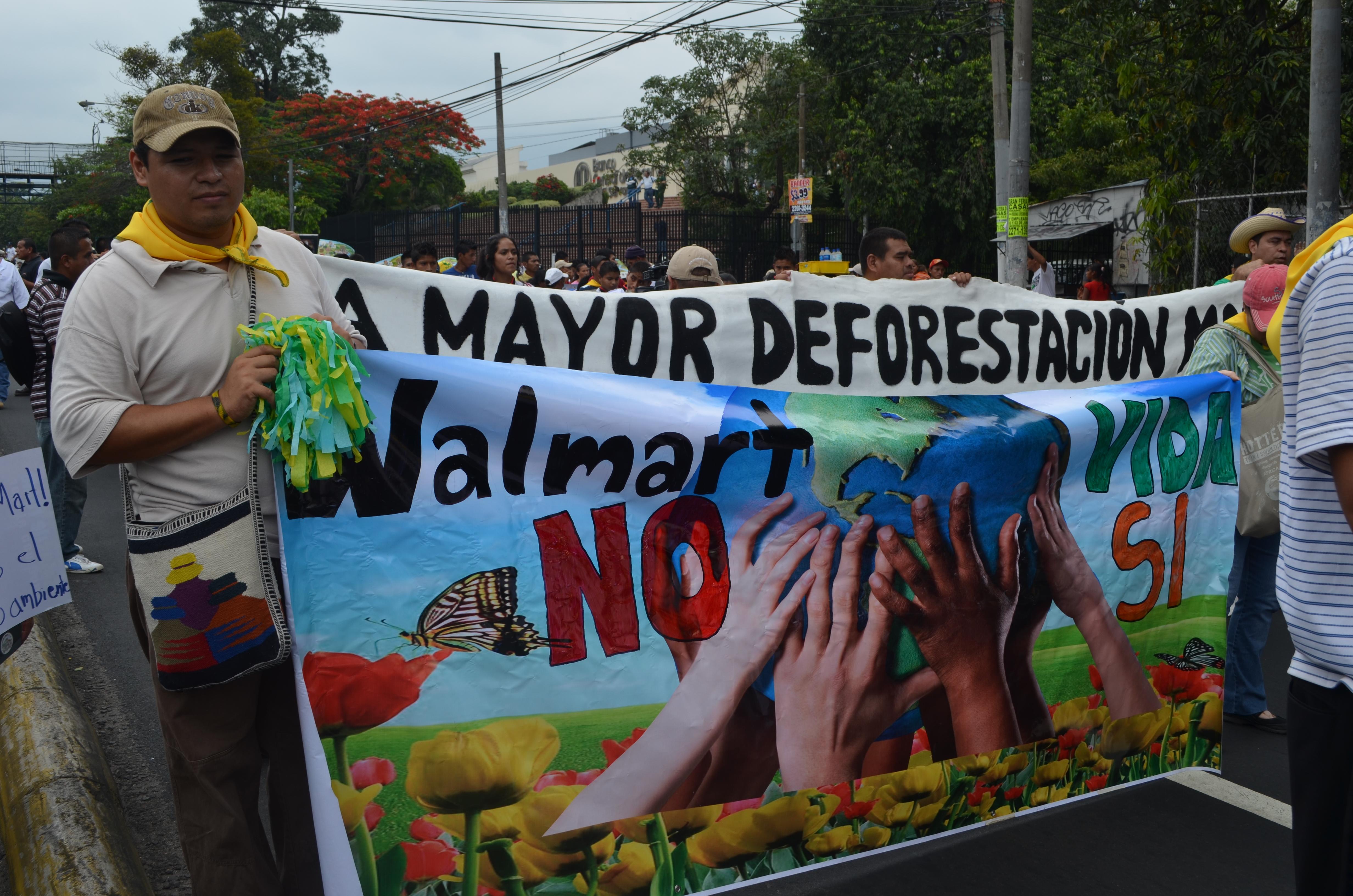 Walmart invade y destruye Centroamérica