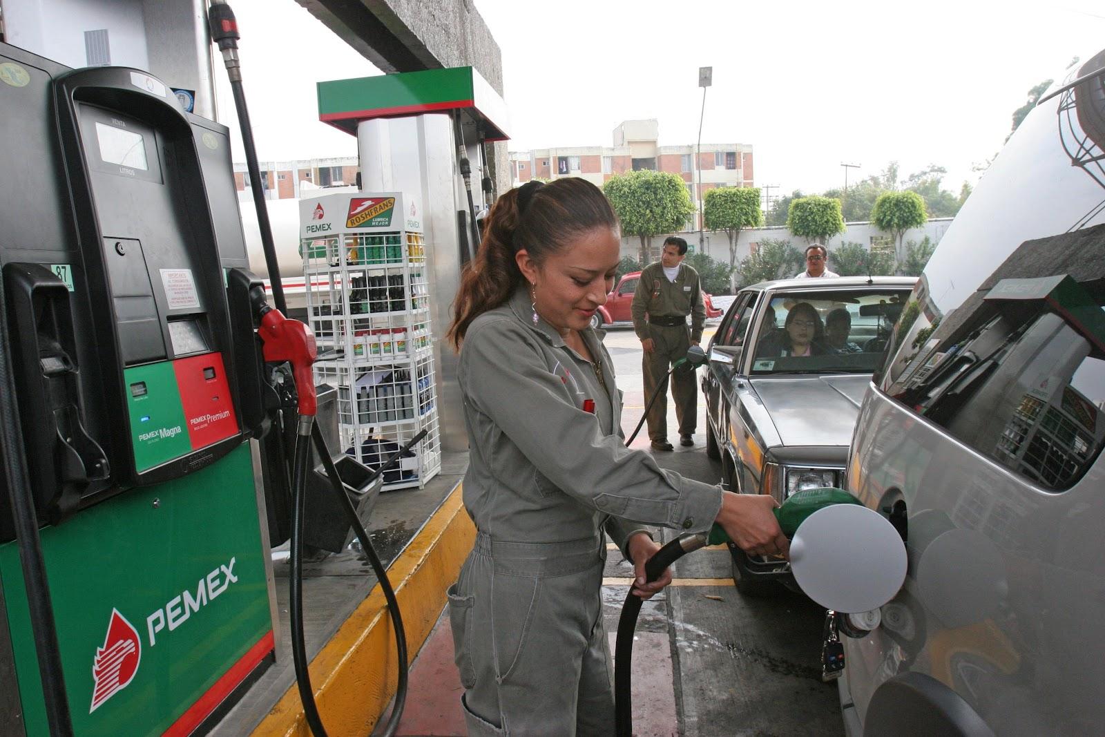 A la vela no obra la gasolina en la bicicleta con motor