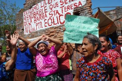 http://desinformemonos.org/wp-content/uploads/2013/02/mujeres-en-resistencia-391x261.jpg