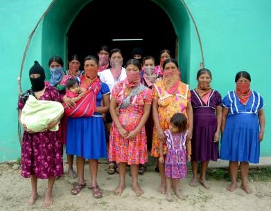 http://desinformemonos.org/wp-content/uploads/2013/02/zapatistawomen-391x305.jpg