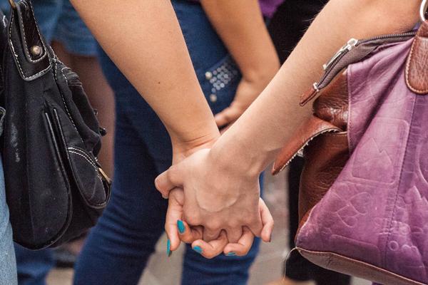 Mujer lesbiana hospitalizada por violento ataque - Zona Gay