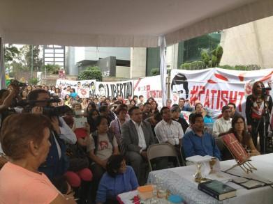 Organizaciones de derechos humanos, comunidades eclesiales de base, estudiantes del #soy132, organizaciones sociales y público en general en la misa por Patishtán al sur de la ciudad de México.