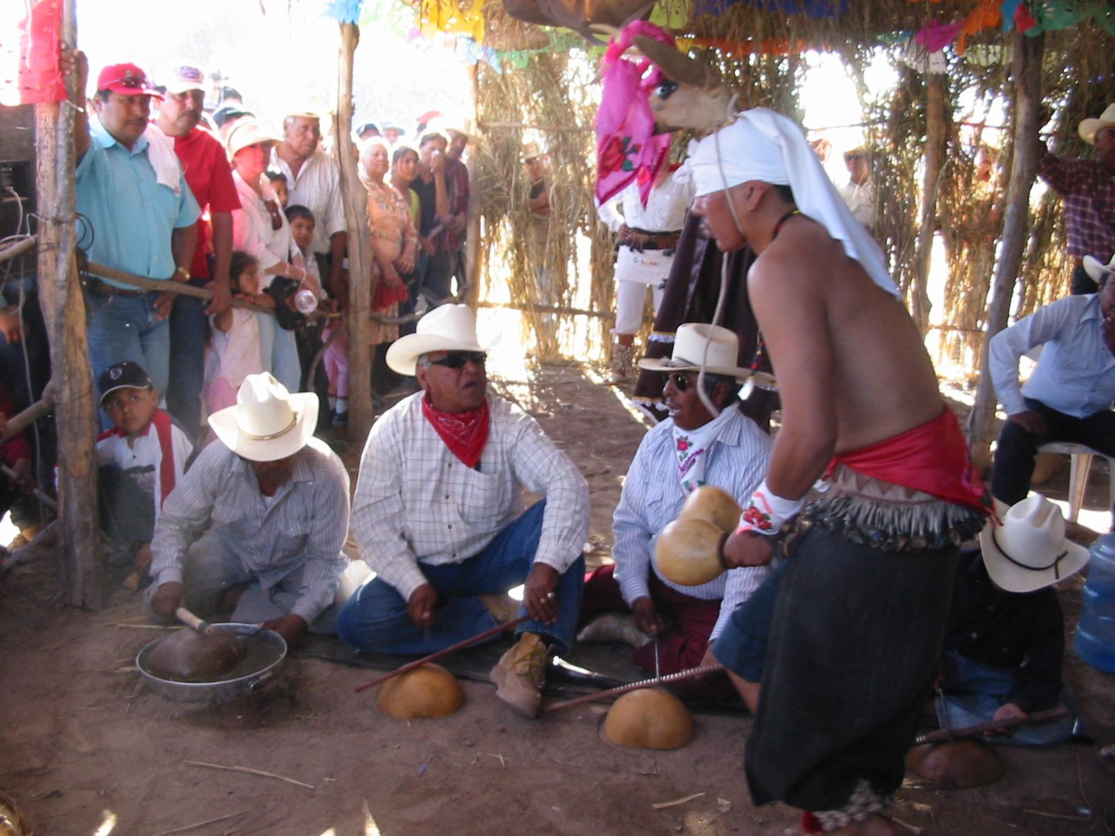 Resultado de imagen para Tribu Yaqui loma de Bacum