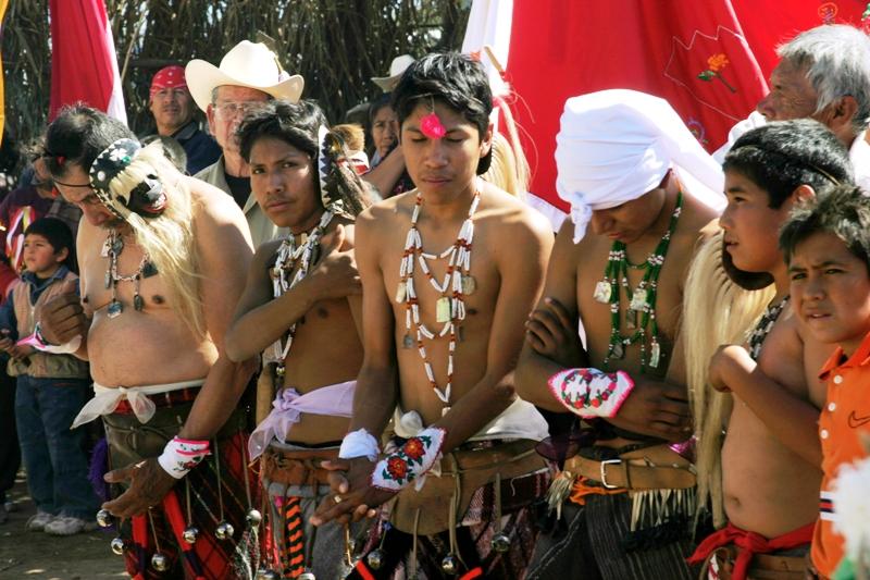 Grupo-de-danzantes-venado-y-pascola-esperando-el-inicio-de-la-danza