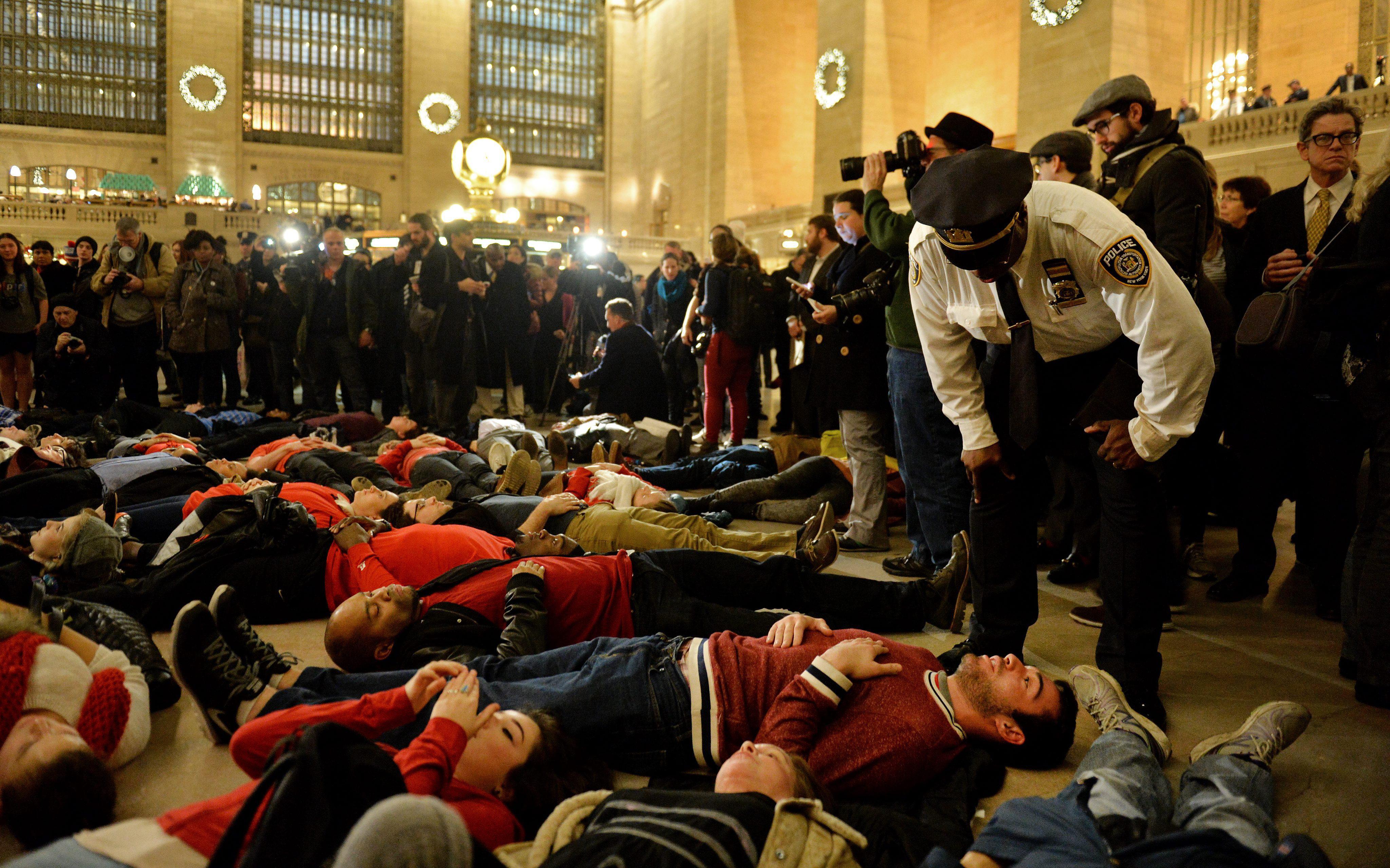 PROTESTA POR DECISIÓN DE GRAN JURADO EN NY