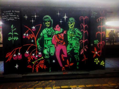 Aún nos faltan, en el metro se escuchan ecos de impunidad.