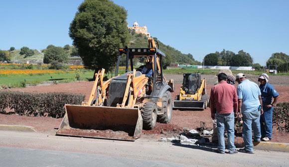 Construyen estacionamiento en terrenos expropiados