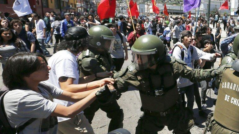 Estudiantes-chilenos-volvieron-a-marchar--por-la-falta-de-claridad--en-la-reforma-educativa-gonzalo-morales