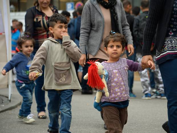 refugee-crisis-germany-expecting-as-many-as-10000-arrivals-as-refugees-head-through-austria