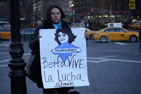 Desde la plaza de Union Square en Nueva York, a un mes del asesinato de Berta Cáceres