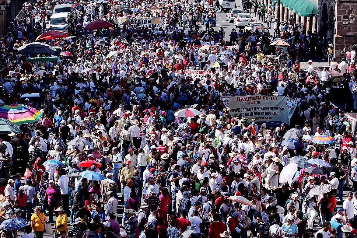 CON UNA MARCHA ARRANCÓ EL CONGRESO NACIONAL DE LA CNTE, MAS DE 2MIL MAESTROS Y DELEGADOS DE 26 ESTADOS DEL PAÍS MARCHARON DESDE CASA DE GOBIERNO HASTA EL CENTRO HISTORICO DE LA CAPITAL MICHOACANA. FOTO: IGNACIO JUÁREZ LA JORNADA MICHOACÁN