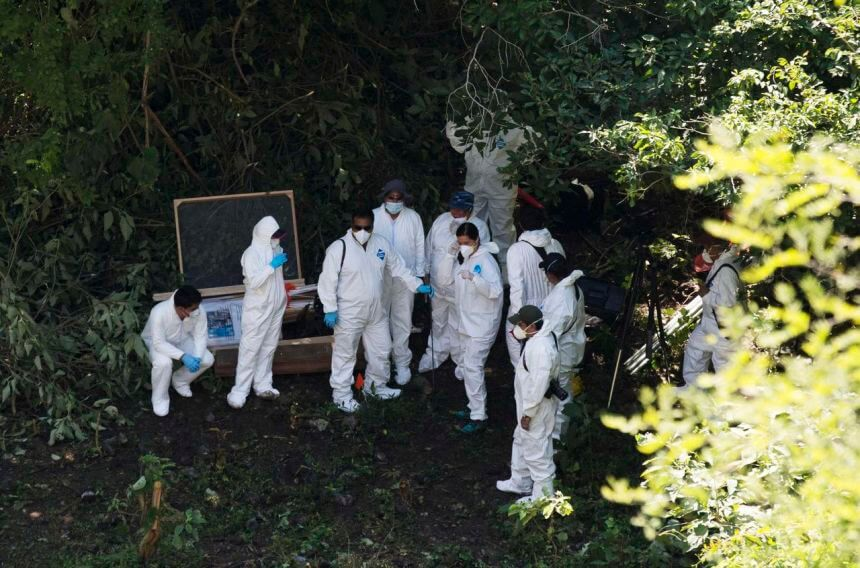 Forensic examiners stand together before starting to look for human remains below a garbage-strewn hillside in the forested mountains outside Cocula October 28, 2014. Mexican authorities on Monday said they had arrested four drug gang members involved in the kidnapping of dozens of student teachers who disappeared last month and are feared massacred. Forty-three students disappeared on September 26 in Iguala after they clashed with police and masked men and the arrested gang members said that some of the students could have been held near this site, according to local media. REUTERS/Rebecca Blackwell/Pool (MEXICO - Tags: CIVIL UNREST CRIME LAW)