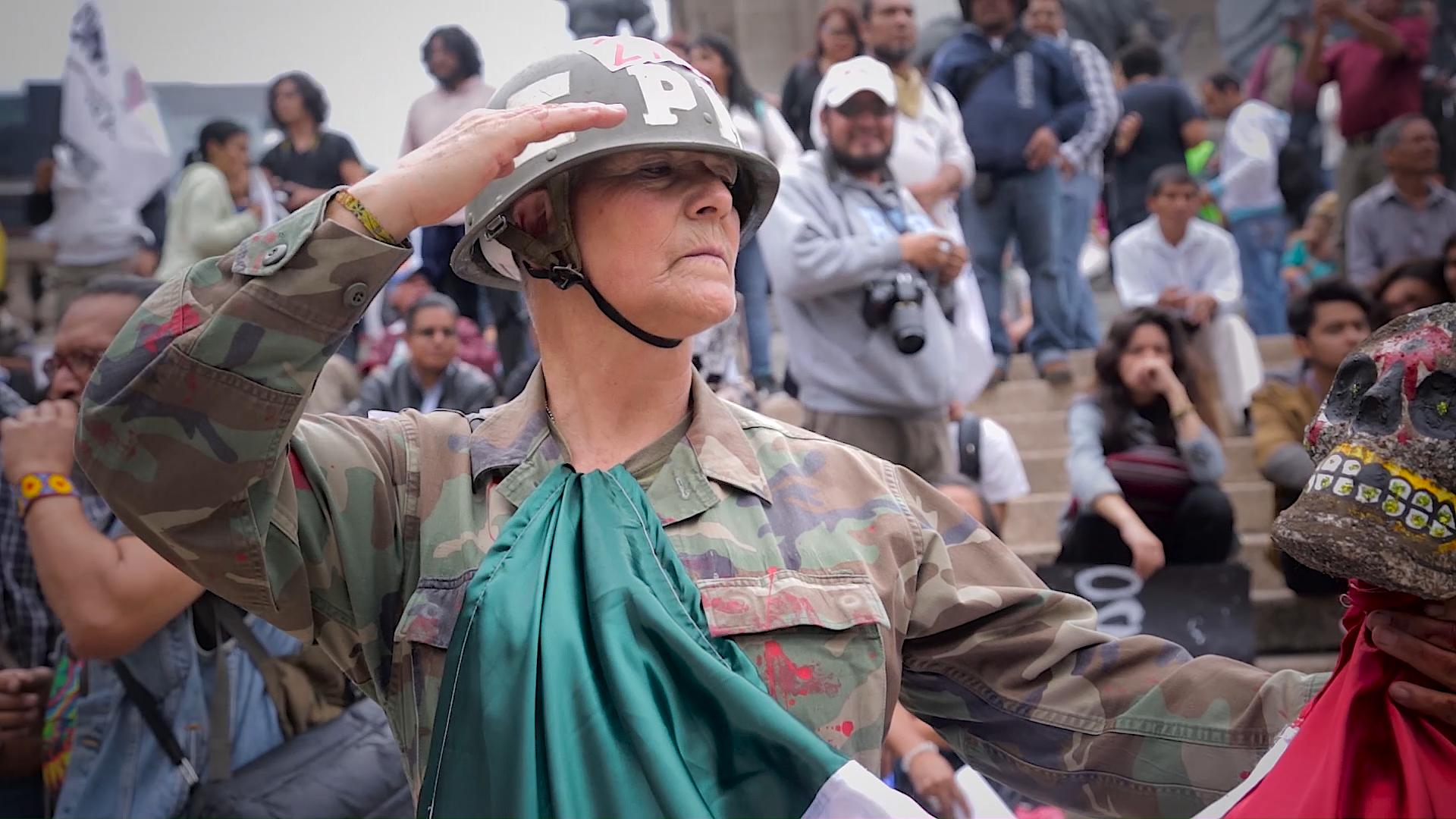 captura-de-pantalla-de-marcha-por-ayotzinapa_cc-mp4