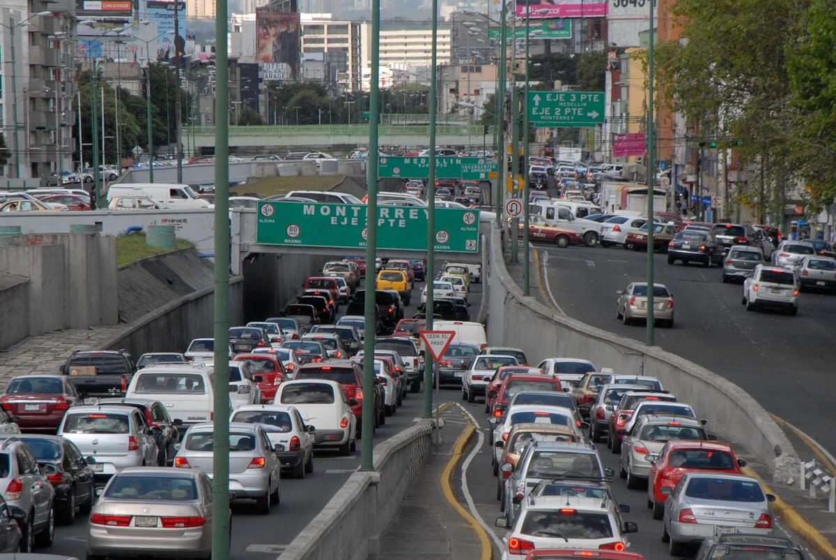 """30825051. México D.F.- Se registró tráfico en diversos puntos de la Ciudad de México, debido a la XXXI Edición del """"Maratón de la Ciudad de México"""". NOTIMEX/FOTO/GUILLERMO GONZALEZ/GGM/HUM/"""