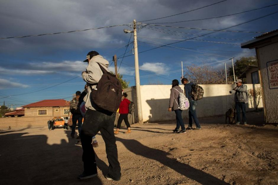 Recently deported migrants walk near to the US/Mexico border in Nogales, on February. 16, 2017, northwestern Mexico.  ***Attention Editors, this image is part of an ongoing AFP photo project documenting the life on the two sides of the US/Mexico border simultaneously by two photographers traveling for ten days from California to Texas on the US side and from Baja California to Tamaulipas on the Mexican side between February 13 and 22, 2017. You can find all the images with the keyword : BORDERPROJECT2017 on our wire and on www.afpforum.com / AFP PHOTO / GUILLERMO ARIAS