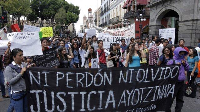 puebla-protestas-ayotzinapa
