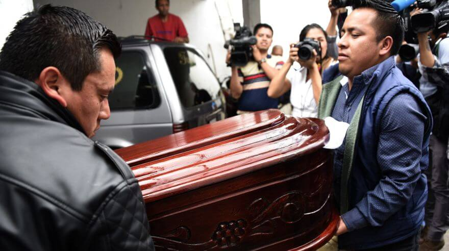Workers carry the coffin of Keyla Salguero, one of 31 victims of a fire on the eve at a government-run children's shelter in San Jose Pinula, east of Guatemala City on March 9, 2017. Medical officials on Thursday raised the toll of girls killed in a fire at a children's shelter in Guatemala to 31 after seven more died from their burns overnight. More than 30 were injured. / AFP / JOHAN ORDONEZ