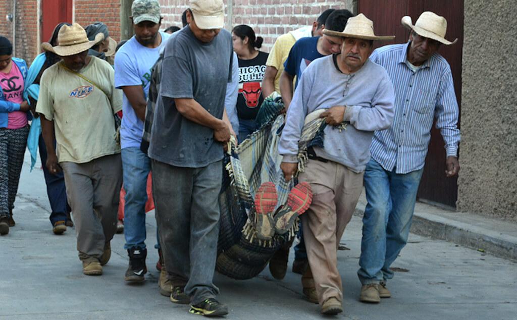 Arantepacua-cargan-muerto copia