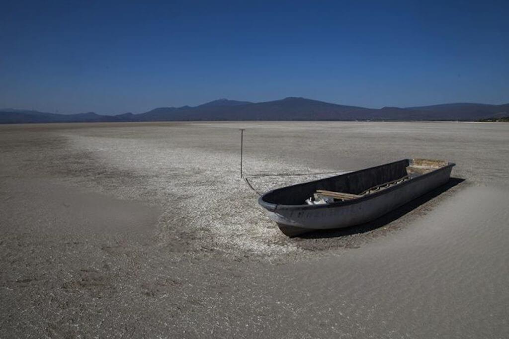 El Lago Cuitzeo en Michoacán convertido en un desierto - Desinformémonos