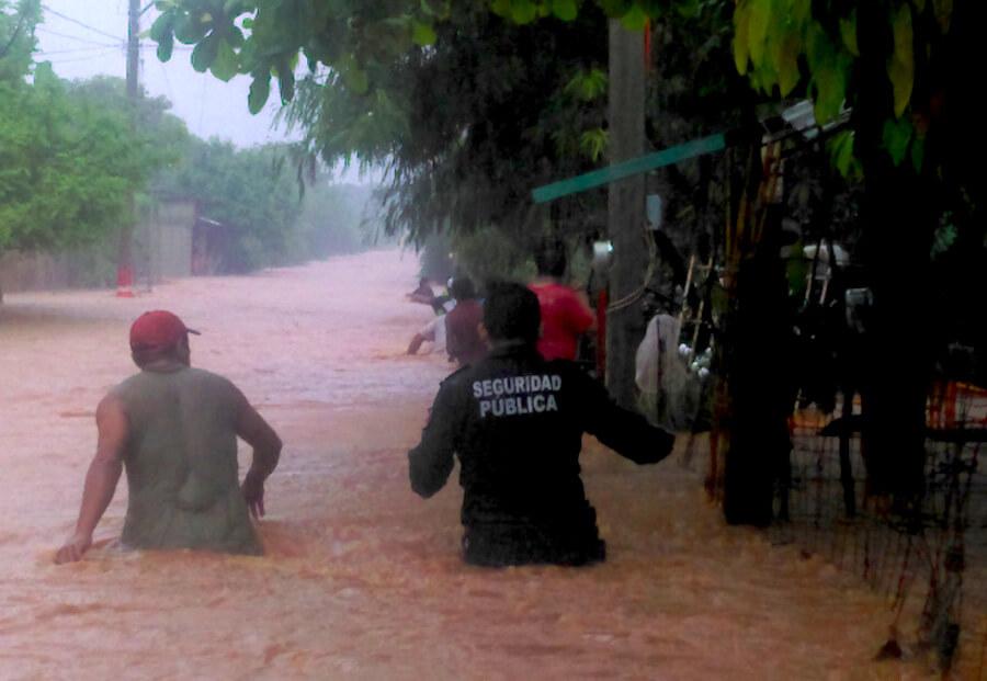 Río desbordado en Juchitán de Zaragoza afecta mil viviendas