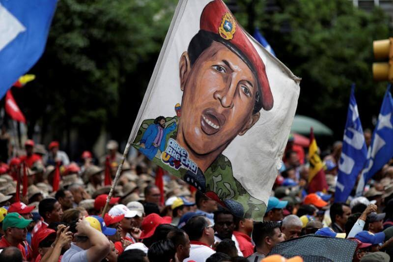 Pro-government supporters holding an image of Venezuela's late President Hugo Chavez attend a march in Caracas, Venezuela August 7, 2017. REUTERS/Ueslei Marcelino NO RESALES. NO ARCHIVES.