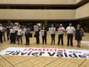 manifestación-Javier-Palacio-de-Gobierno2-768x576