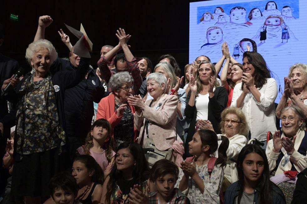 Abuelas de Plaza de Mayo recuperan al nieto 125 - Desinformémonos