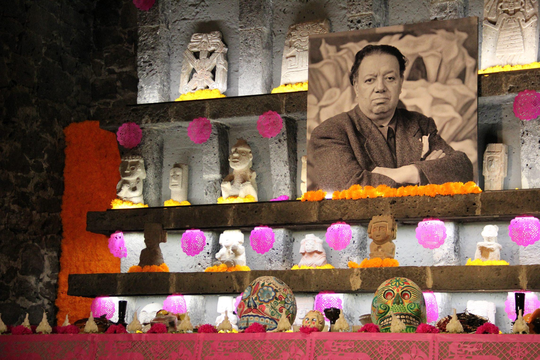 41025071. México, D.F.- En entrevista para Notimex, la investigadora Virginia Hernández Reta, expresó que la tradición de Día de Muertos en México tiene una parte poética y celebra lo familiar de la muerte y el esplendor de la vida, aunque hoy existan influencias de otras culturas y otras celebraciones, como el Halloween que no es sino la celebración de la parte poco familiar y siniestra de la vida. NOTIMEX/FOTO/ARTURO M. TORAYA/COR/ACE/