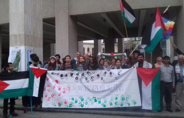Organizaciones sociales se manifiestan en apoyo a Palestina y Honduras en Chile