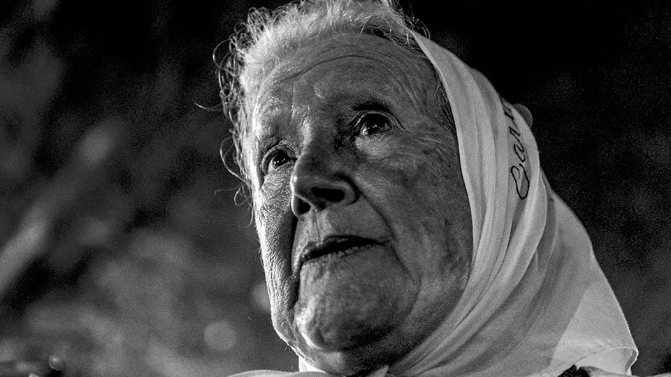 """""""Frente a la provocación, hay resistencia"""": Nora Cortiñas"""