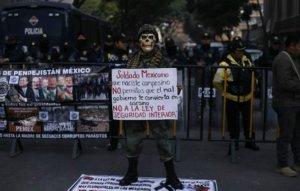 protesta-en-el-Senado-contra-Ley-de-Seguridad-Interior-610x389