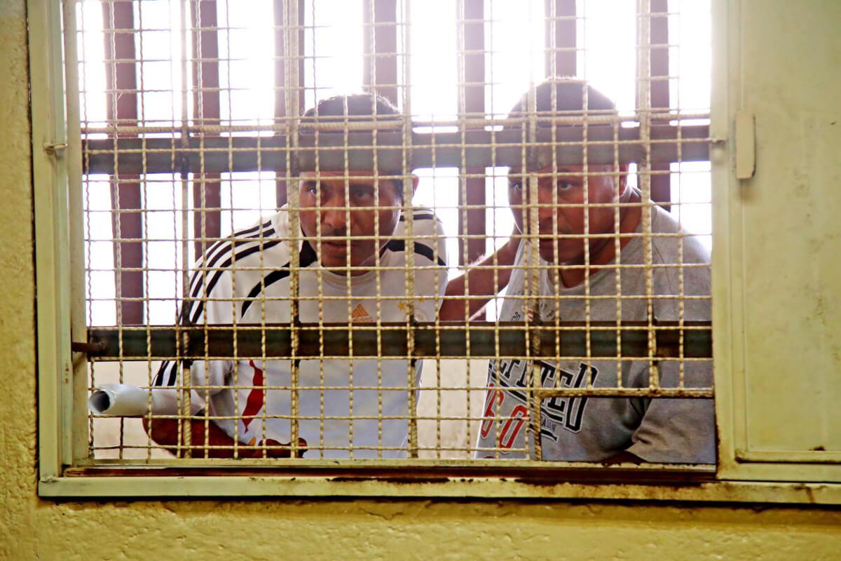 8-Enero-2108 Acapulco,Gro. El vocero del CECOP Marco Antonio Suastegui  y su hermano Vicente Suastegui presentados en los juzgados del penal de Las Cruces, luego de ser detenidos durante la balacera entre policías comunitarios y policías estatales y ministeriales en la comunidad de La Concepción. Foto: Carlos Alberto Carbajal