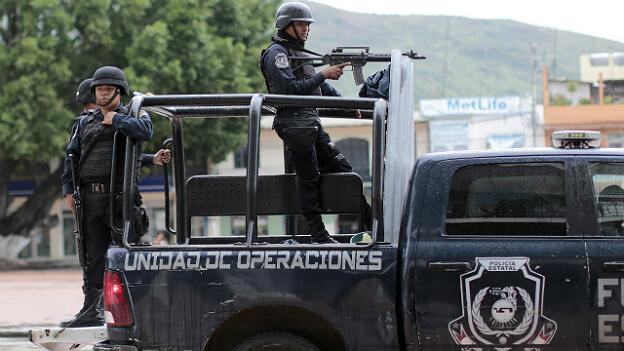 151109203638_mexico_policia_guerrero_afp_6241