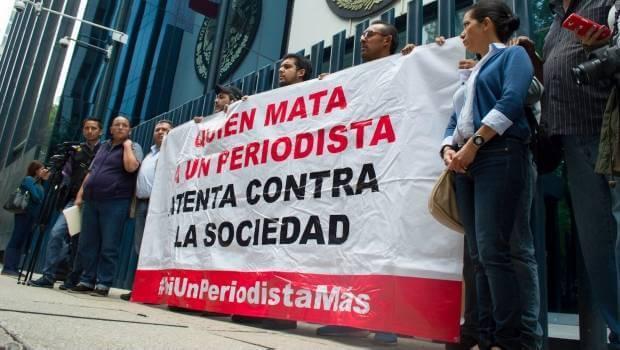 0704_protesta-de-periodistas-en-pgr_620x350