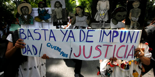 """Relatives of victims of the June 5 fire at a daycare centre in the Mexican state of Sonora march to protest against federal and local authorities in Mexico City, July 4, 2009. Hundreds of residents marched on Saturday to demand justice for the victims of the fire that have killed 48 children, according to local media. The banner in Spanish reads: """"Enough of impunity, we want justice"""". REUTERS/Eliana Aponte (MEXICO POLITICS CONFLICT)"""