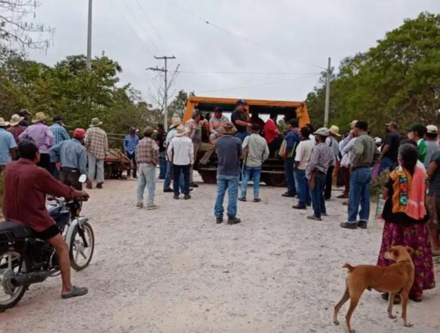 Comunidad mixe detiene trabajos del Corredor Interoceánico